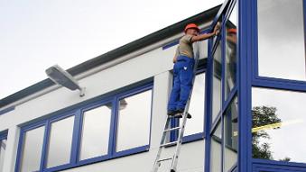 Ablaktisztító létrán a takarítás hatékonyabban halad!