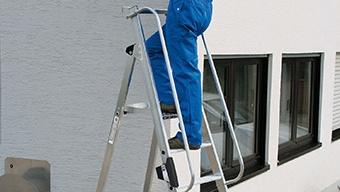 Dobogós létrával az órákig tartó munka is kényelmes és biztonságos!